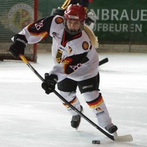 Ronja Hark, ESV Kaufbeuren und GirlsEishockey.de